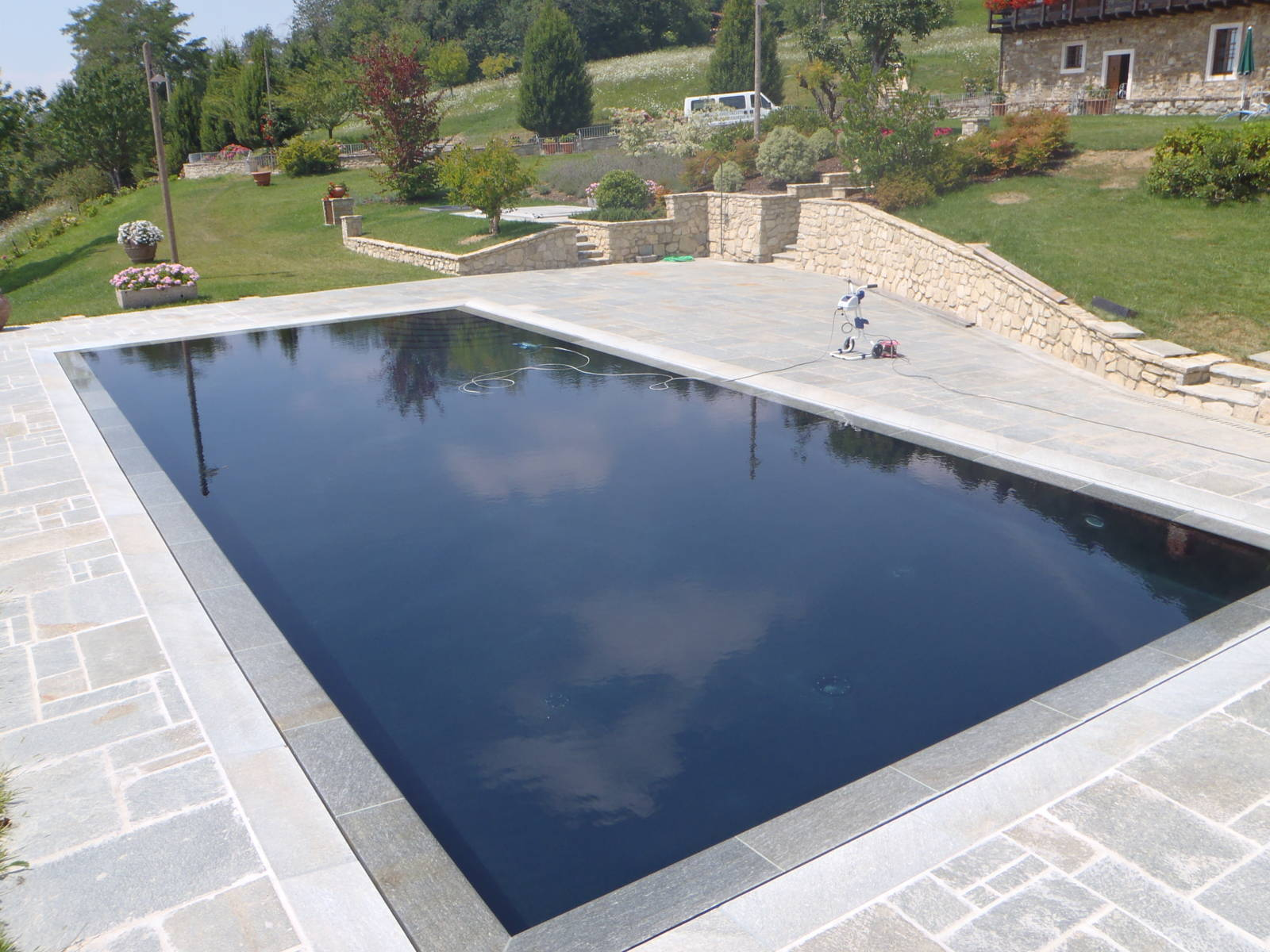 piscina-resina-nera1